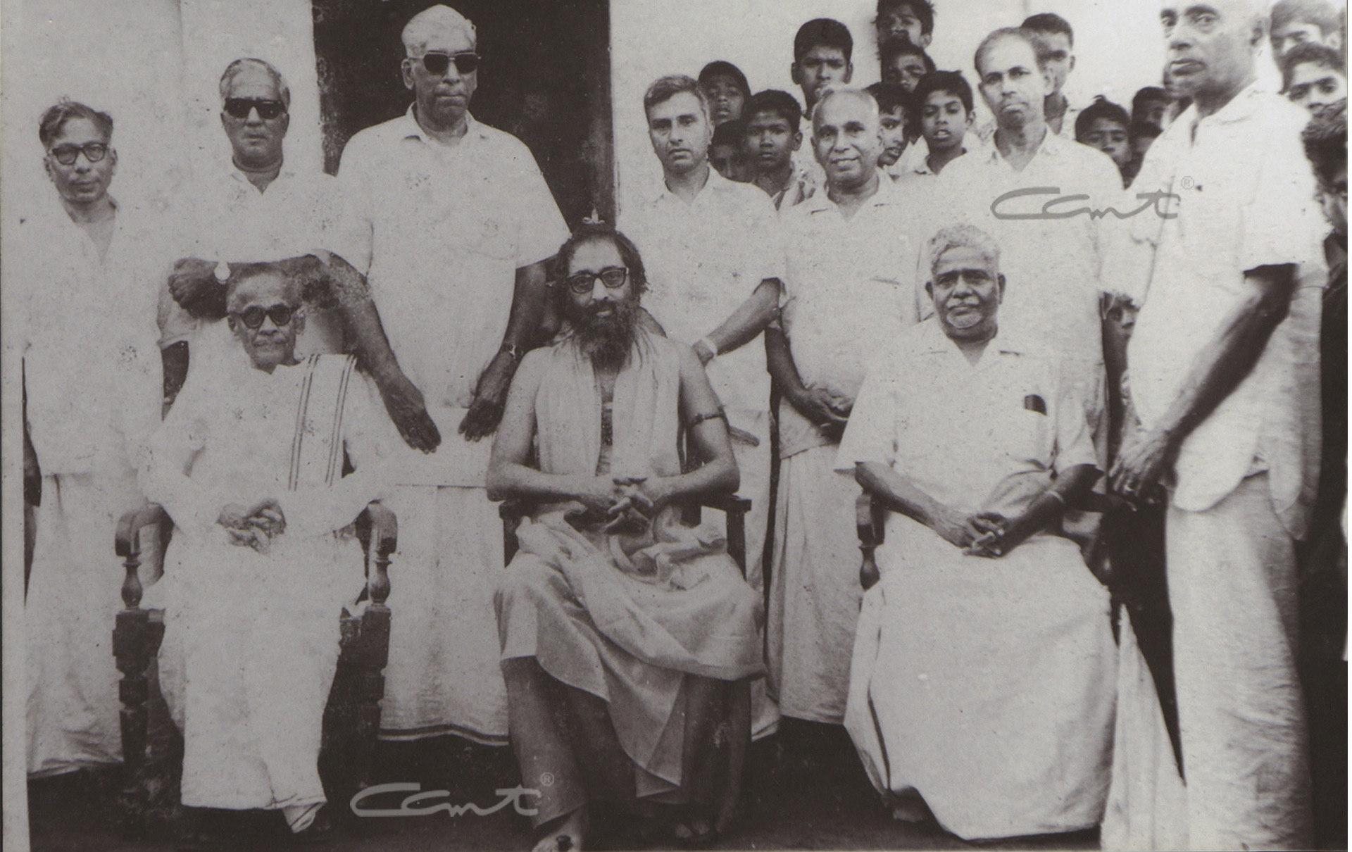 Group picture taken during the visit of Swami Chinmayananda to Vivekodayam Boys' High School.